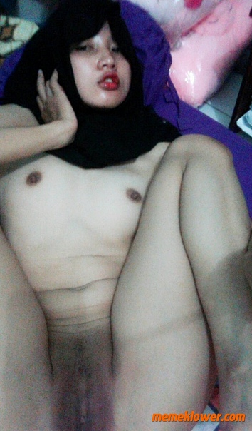 Amateur Hijab Teen Nude Selfie 08