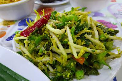 Hajjah Mona Nasi Padang, urap