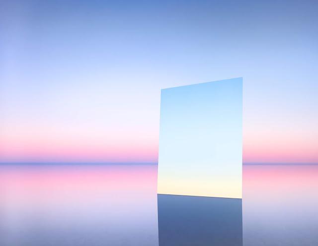 塩湖の中に鏡を置くと不思議で幻想的な光景が出来上がった。7枚【a】
