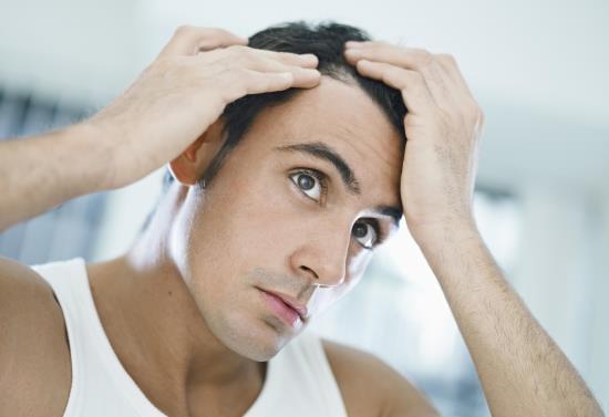 Entenda porque acontece a perda de cabelos.
