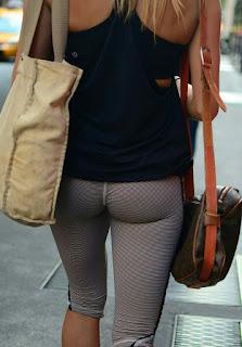 Mujeres buena cola via publica calzas