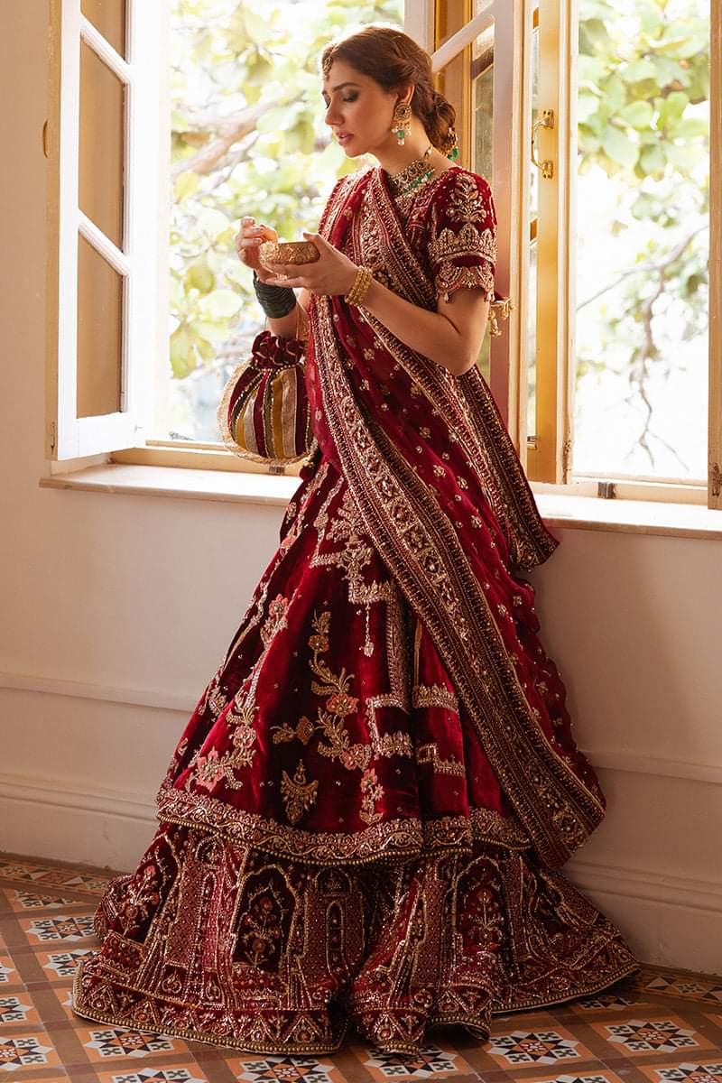 Mahira Khan looking gorgeous in latest Fashion shoot