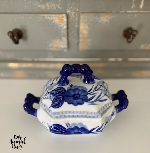 blue white floral pattern chinoiserie tureen