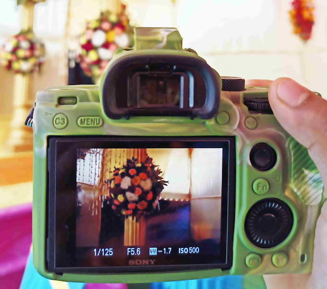 Taking-photographs-with-dslr-camera-in-manual-mode