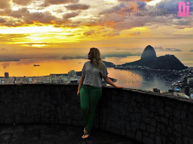 Di só curtindo a paisagem do Mirante Dona Marta no nascer do sol