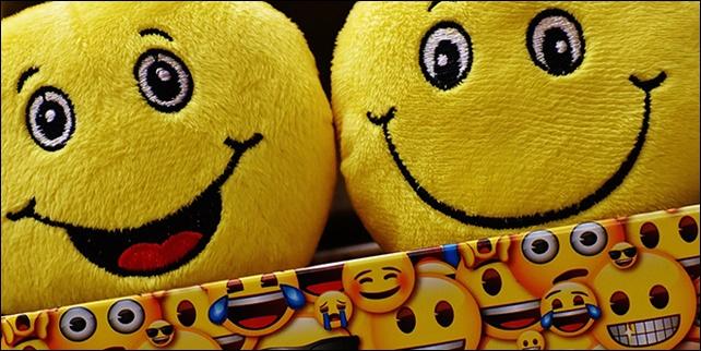3 من أفضل المواقع لإضافة Emojis إلى الصور على الإنترنت