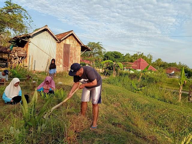 Bersih - Bersih Balai Desa KKN 90 Batangan