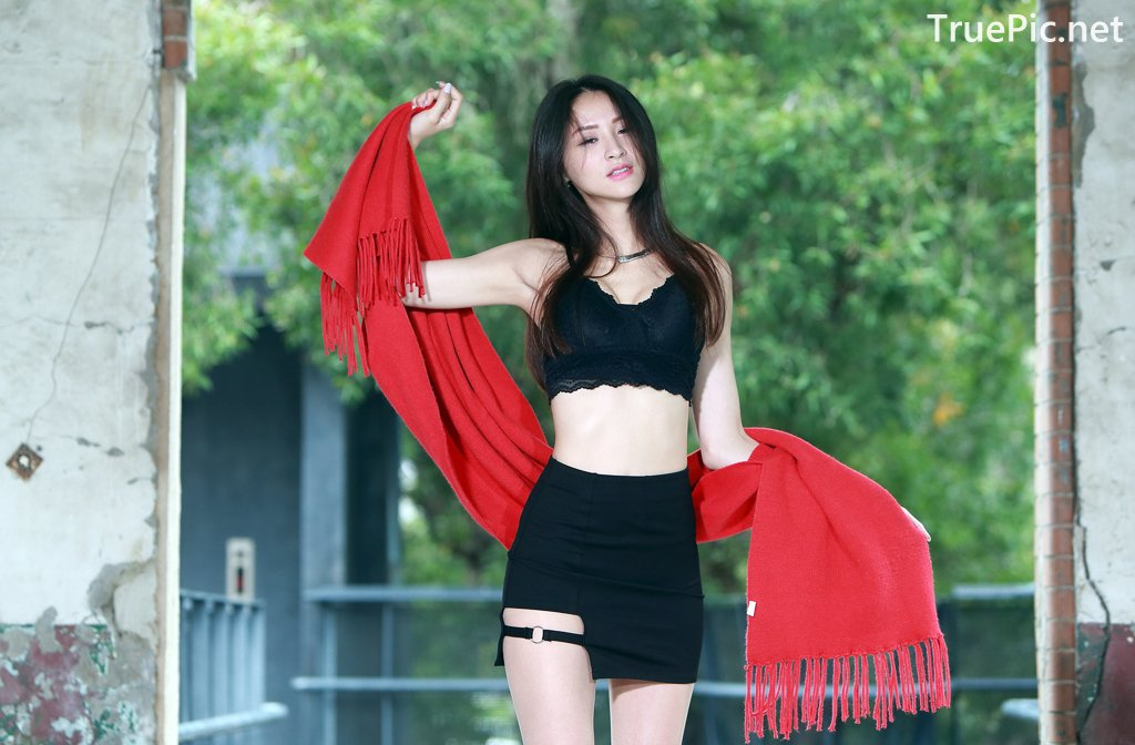 Image-Taiwanese-Beautiful-Long-Legs-Girl-雪岑Lola-Black-Sexy-Short-Pants-and-Crop-Top-Outfit-TruePic.net- Picture-14