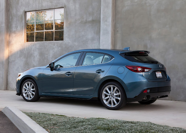 Rear 7/8 view of 2016 Mazda 3 S 5-door Grand Touring