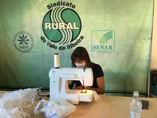 Sindicato Rural do Vale do Ribeira e SENAR produzem mais de 12 mil máscaras para distribuição na comunidade em Registro e Sete Barras