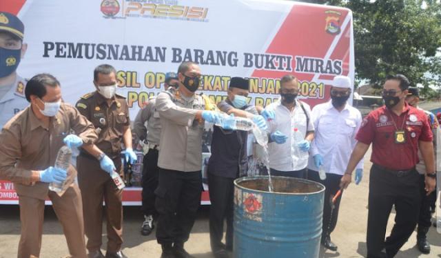 Polres Lombok Barat Saat musnahkan Hasil Oprasi