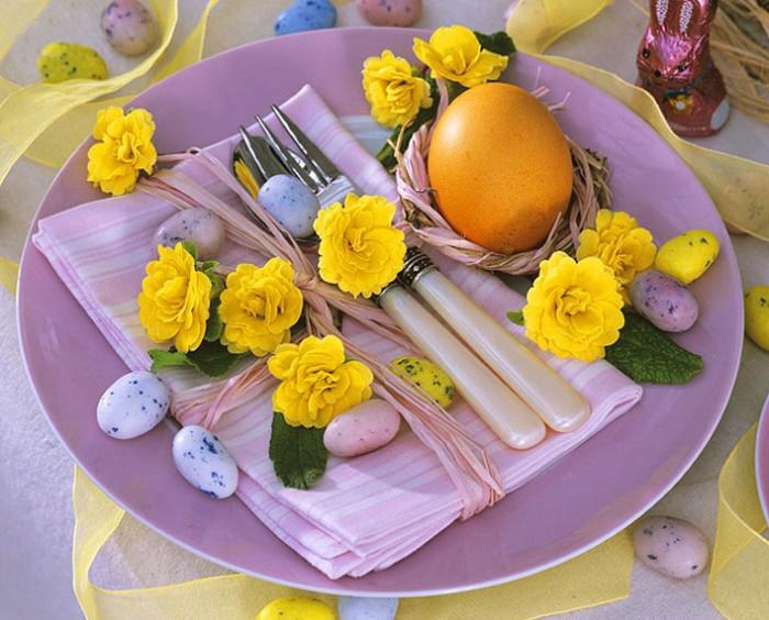 pretty-easter-table-setting-decor-eggs-cute-stylish-golden-egg-yellow ...