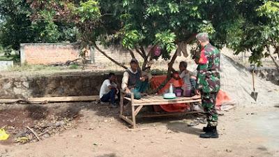 Babinsa Koramil427-02/kasui Kodim 0427/wk Laksanakan Komsos kepada Warga Binaannya