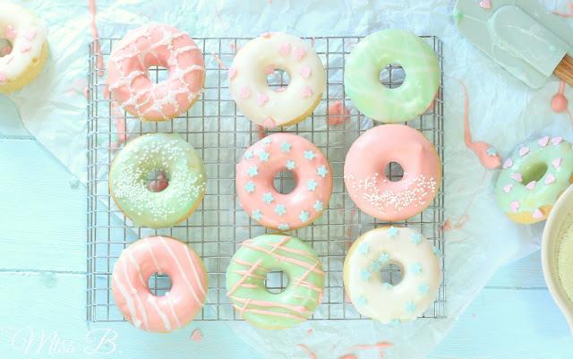 Pastell-Traum: Gebackene Vanille-Donuts