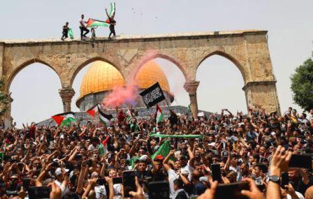 Regardless of Israel's Criticism, Bella Hadid Continues to Demonstrate Defending Israel