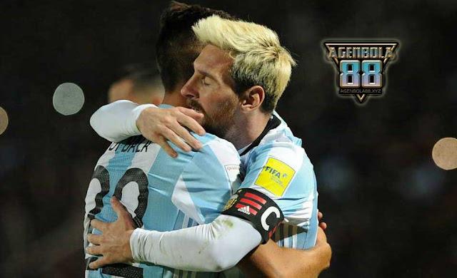 Paulo Dybala dan Lionel Messi