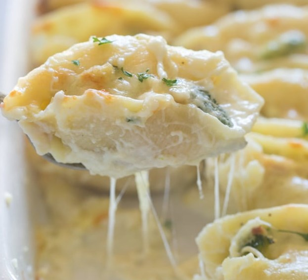 Chicken and Broccoli Alfredo Stuffed Shells #dinner #carbonara