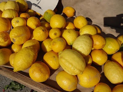 Ωραία κίτρινα ζουμερα λεμόνια