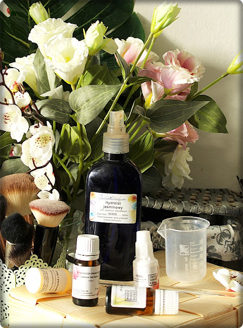 Kosmetyki własnej produkcji? Przegląd sklepów z pólproduktami i przepisami DIY.