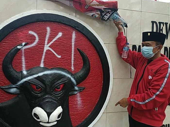 Jadi Korban Vandalisme, Lambang Partai di Kantor DPC PDIP Pacitan Dicoreti PKI