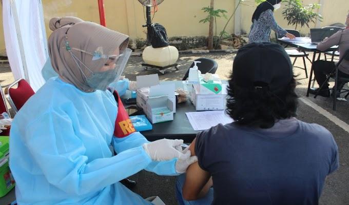 Polres Serang Buka Gerai Vaksinasi TNI-Polri, 288 Orang Berhasil di Vaksin