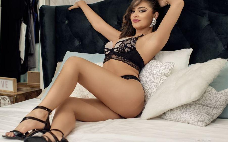 LaylaCherrye Model GlamourCams