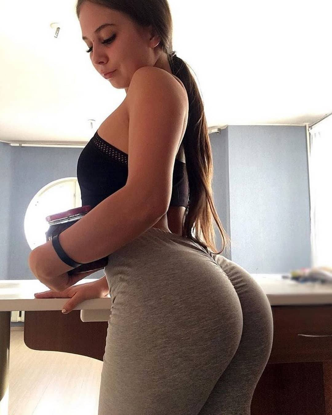 Best 50 Curvy Ladies Yoga Pants Hot And Attractive HD Photos