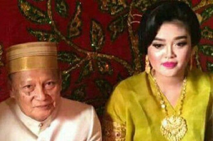 A Tajjudin Kammisi (72) dan Andi Fitri (25) saat menikah