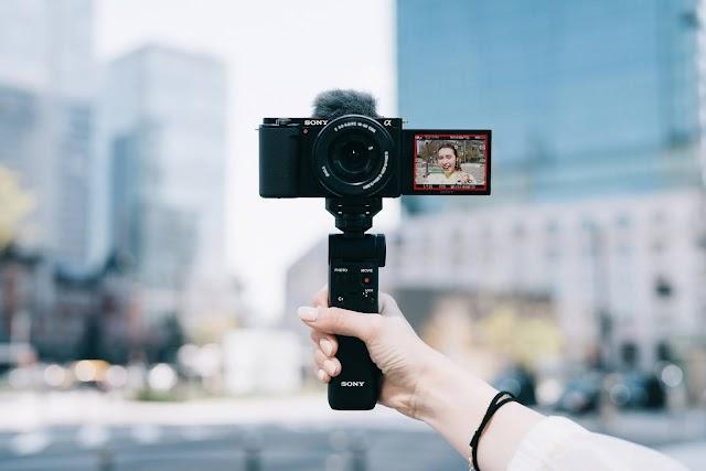 sony Yeni Değiştirilebilir Lensli Vlog kamerası ZV-E10'u Tanıtıyor