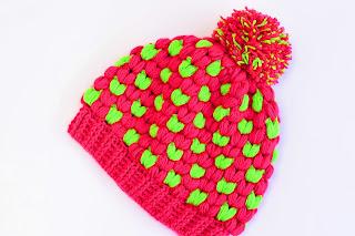 Imagen Gorro de navidad original a crochet fucsia y verde