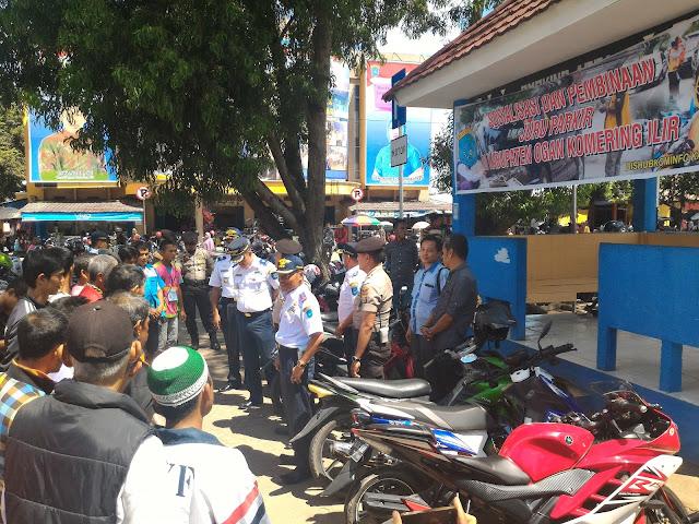 Parkir Pasar Kayuagung Semerawut
