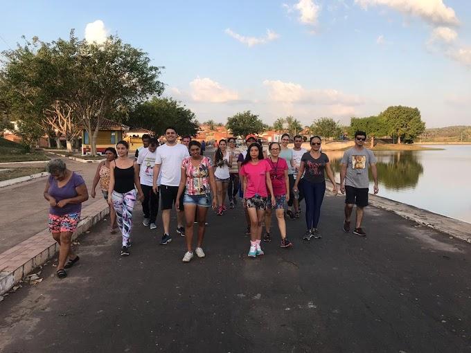 Secretário de saúde, Fabrício Coelho  participa de caminhada com usuários e funcionários do CAPS