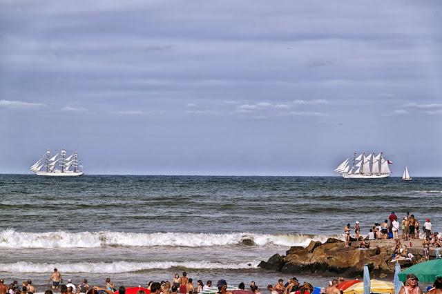 Mar y barcos a vela.