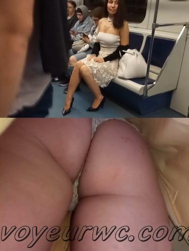 Upskirts 4530-4539 (Secretly taking an upskirt video of beautiful women on escalator)