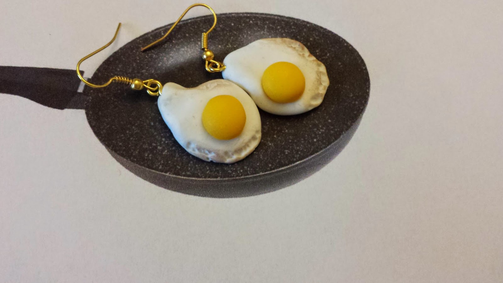 Orecchini uovo all'occhio in fimo