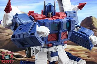 Transformers Kingdom Ultra Magnus 11