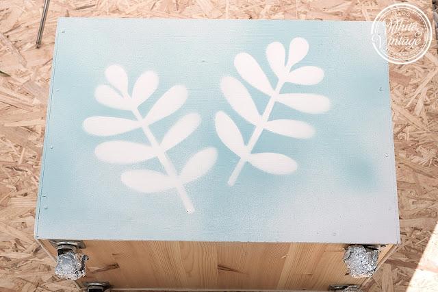 Motiv mit Chalkpaint-Spray sprühen