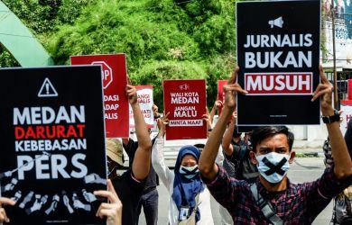 """Sejumlah Jurnalis Gelar Aksi """"Tutup Mulut"""" di Balai Kota Medan, Tuntut Bobby Nasution Minta Maaf"""