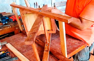 Unión de patas al asiento y colocación de pernos