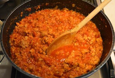 cukinia faszerowana mięsem i mozzarellą