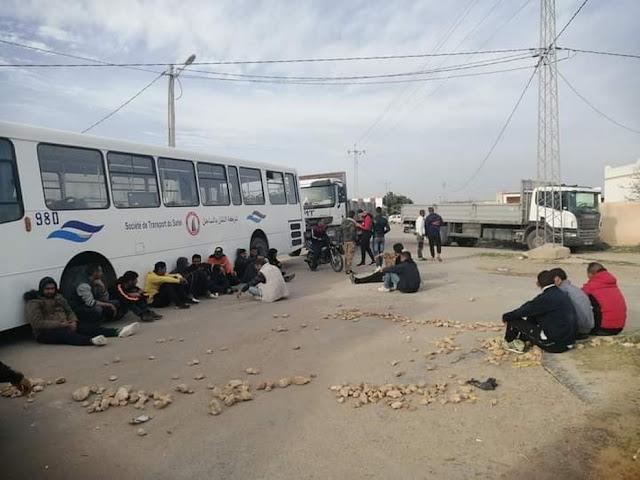 المهدية : الأمن يستعمل الغاز المسيل للدموع لاسترجاع سيارات افتكها محتجون