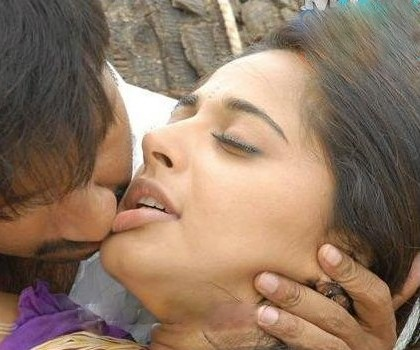 Anushka Shetty sexy lips, Anushka Shetty hot pics, Anushka Shetty sexy pics, Anushka Shetty hot pics with Gopichand