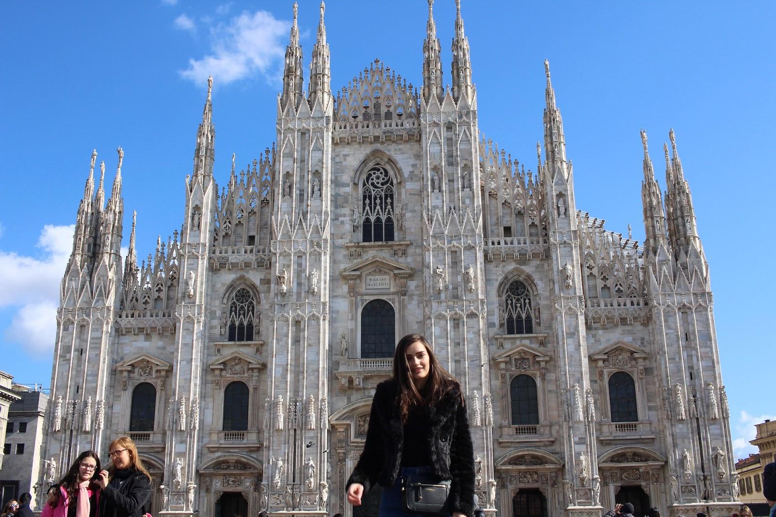peexo travel blogger duomo milan italy
