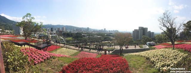 北投社三層崎公園的風景,遠處是北投市區