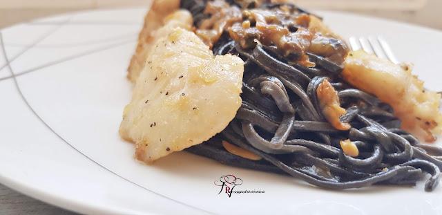 Tagliatelle negro con fruto de mar