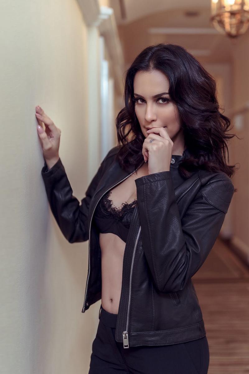 artis seksi dan hot pamer Kutnag Sophia Latjuba