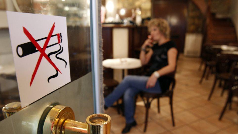 Ούτε με μπόνους οι αστυνομικοί δέχονται να αναλάβουν τους ελέγχους για το τσιγάρο