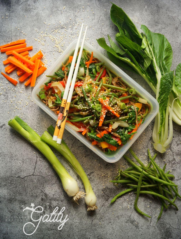 Warzywne stir fry z makaronem soba - pyszny lunchbox