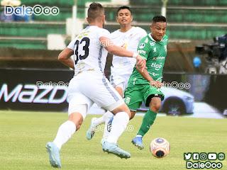 Oscar Salinas en la gran jugada que realizó para el gol de Marco Bueno - Oriente Petrolero - DaleOoo