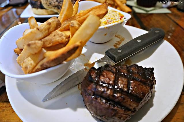 Black Angus Filet Mignon en la Taberna Tuckaway Tavern en New Hampshire